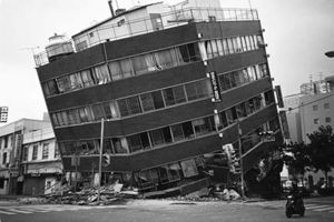 Collapsed building_BW
